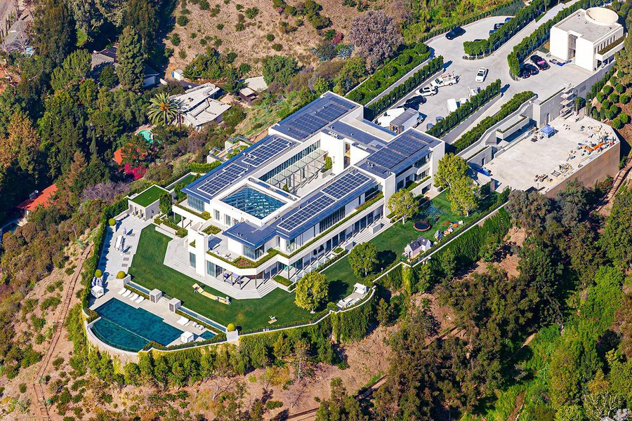 Residential real estate image of the The Pritzker Estate in the hills overlooking Los Angeles, California