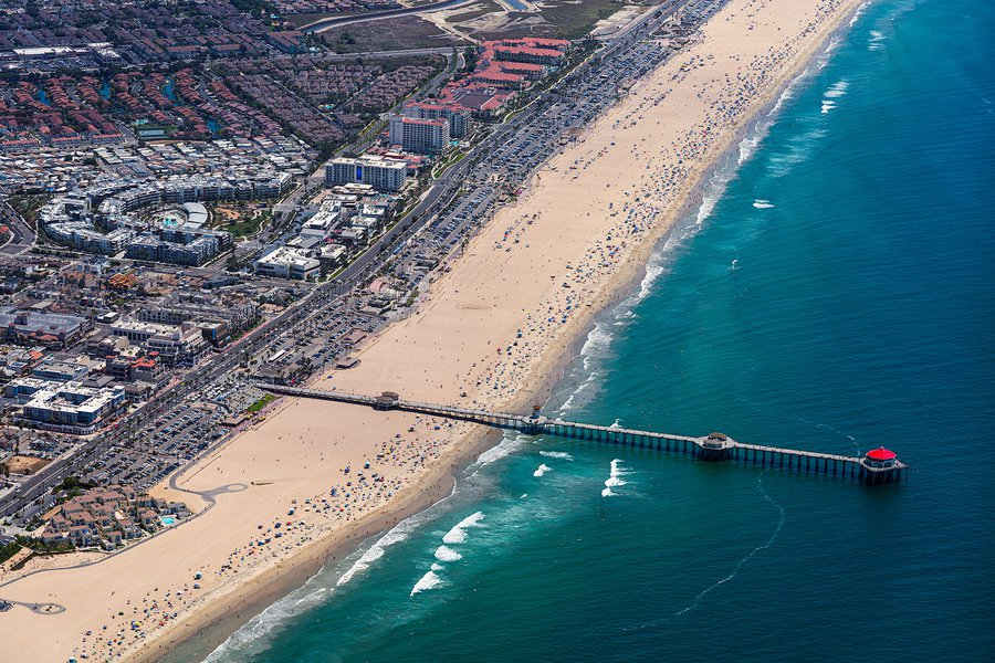 Blog image of crowds escaping the heatwave at the beach in Huntington Beach, California