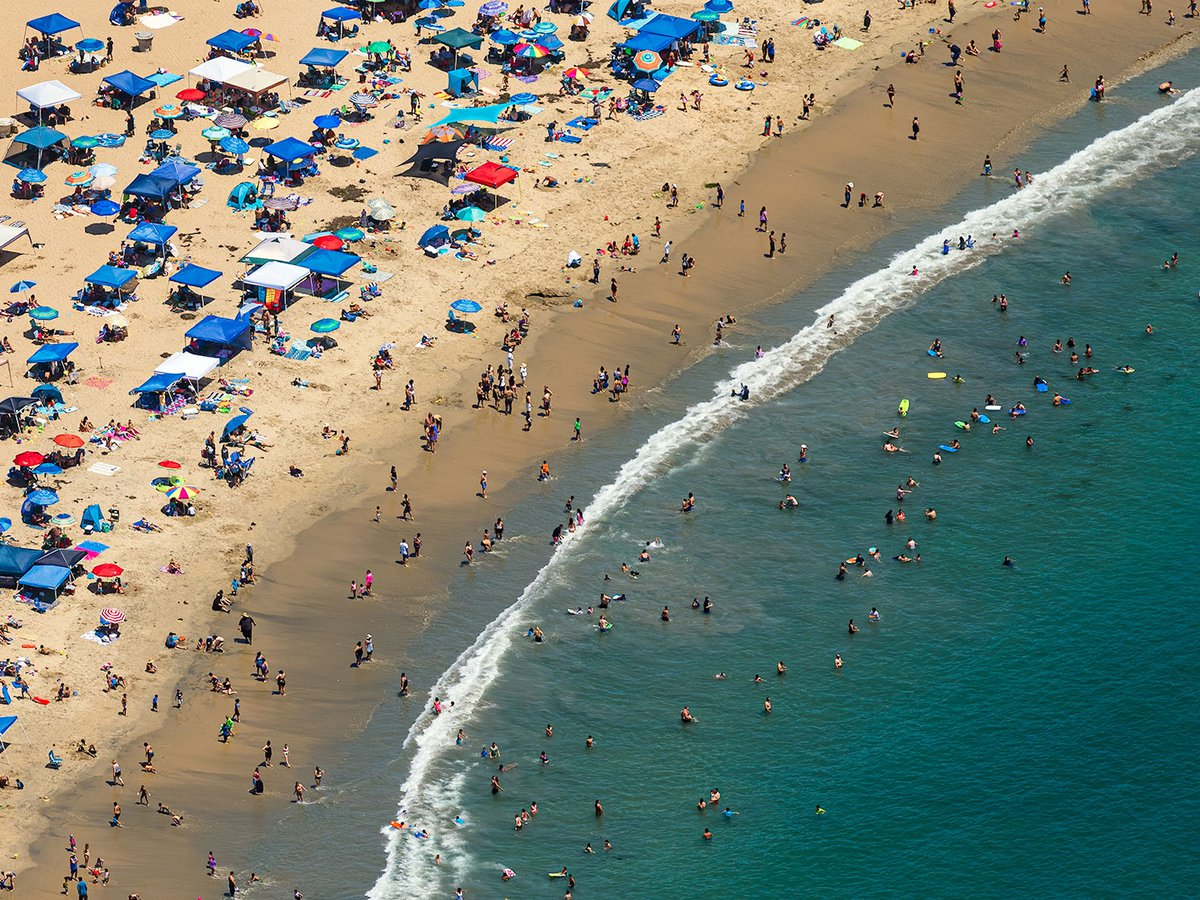 Blog image of crowds in Newport Beach, California crowding the beach on a hot summer day