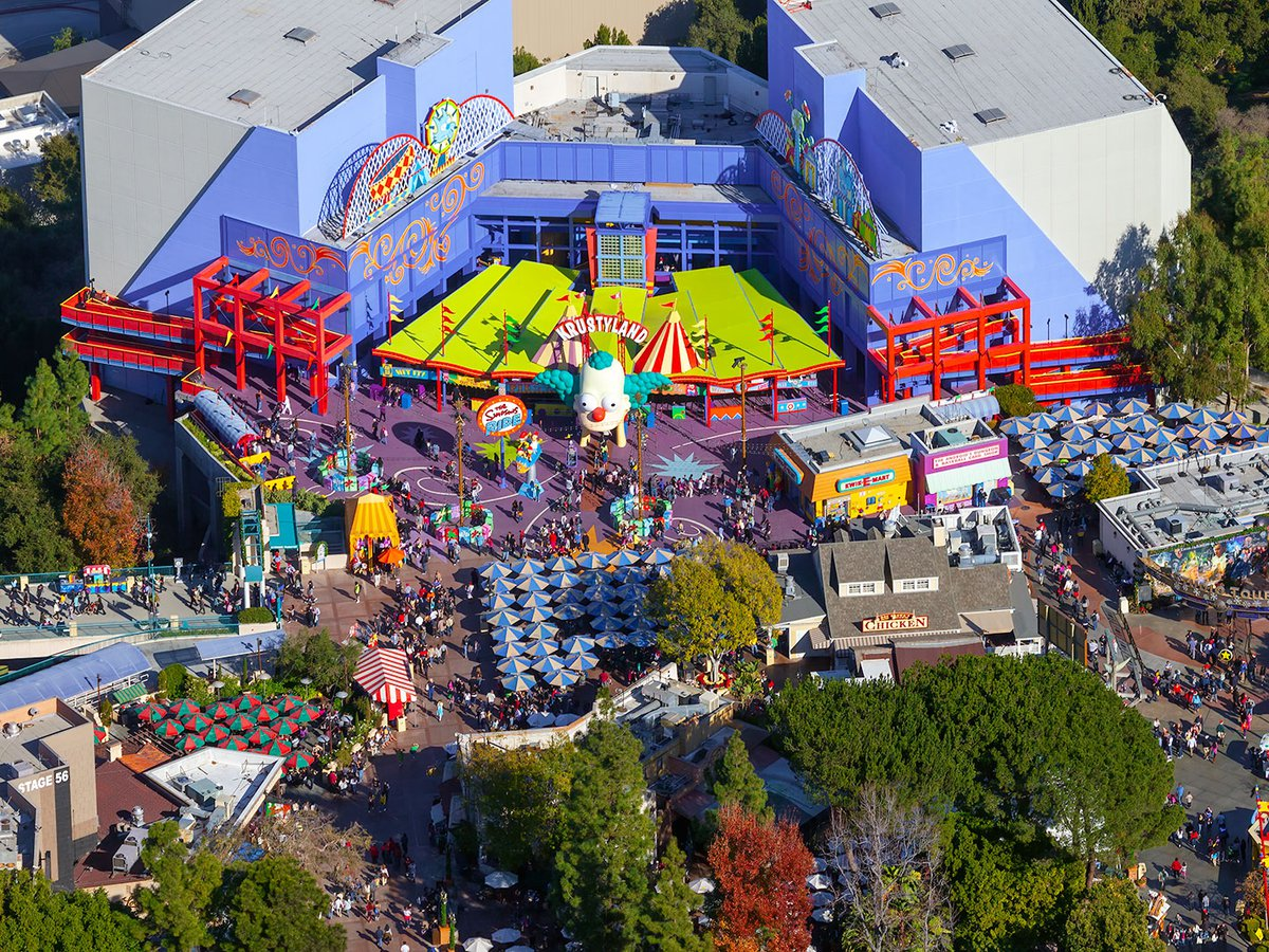 Blog image of crowds at Krustyland at Universal Studios Hollywood on Christmas Day in Los Angeles, California